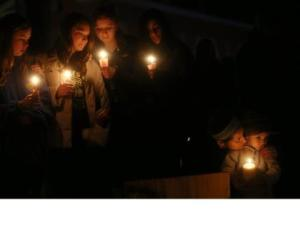 sandy-hook-vigil-getty-mario-tama