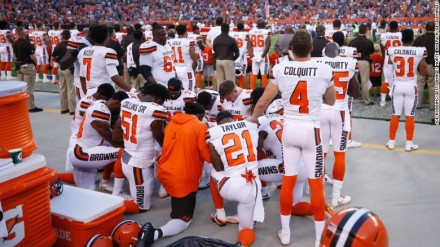 170822082133-browns-kneeling-during-national-anthem-exlarge-169